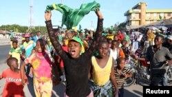 Apoiantes do candidato presidencial Magufuli celebram a sua vitória