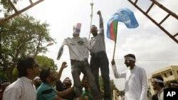 周五科纳克里青年上街参加两名遇害反对派支持者的葬礼
