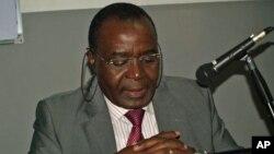 Marcolino Moco, durante a uma participação recente em Quintas de Debate (VOA)