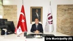FETÖ soruşturması kapsamında tutuklanan Urla Belediye Başkanı İbrahim Burak Oguz'un yerine kayyum atandı.