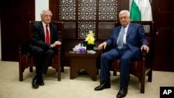 7일 요르단 서안지구 라말라흐에서 피에르비몽프랑스특사(왼쪽)와 마흐무드 압바스 팔레스타인 자치정부수반이 만남을 가졌다.