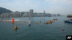 风平浪静中香港维港渡海泳再度登场