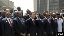 Sekjen PBB Ban Ki-moon berfoto bersama para pemimpin negara-negara Uni Afrika di Addis Ababa, Ethiopia (foto: dok).