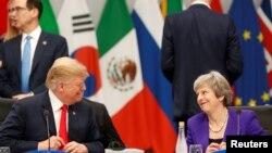 Le président américain Donald Trump et la première ministre britannique Theresa May lors du sommet des dirigeants du G20 à Buenos Aires, Argentine, le 30 novembre 2018.