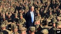 제임스 매티스 미국 국방장관이 21일 관타나모 미군 기지를 방문했다.