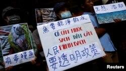 抗议者在台北集会,呼吁台塑集团调查并公布越南鱼类最近大批死亡原因的调查结果(2016年6月17日)