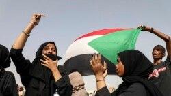Des manifestants dans la rue à Khartoum pour un hommage aux manifestants tués