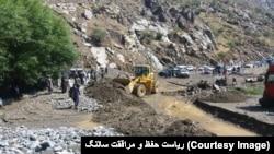 افغانستان کې هرکال د مني او پسرلي په موسمونو کې سیلابونه راوځي، چې د سیلابونو په اوږدو کې پرتې لارې هم تخریبوي.