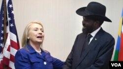 امریکی وزیر خارجہ ہلری کلنٹن اور جنوبی سوڈان کے صدر سلوا کیر