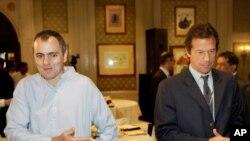 عمران خان جموں و کشمیر نیشنل کانفرنس کے صدر عمر عبداللہ کے ساتھ۔ فائل فوٹو