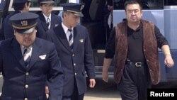 2001年5月4日金正男在日本成田机场被警察护送出境