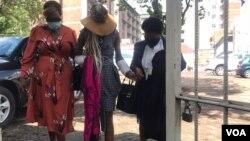 UNkosazana Mary Mubaiwa esiyangena enkantolo ngoLwesine. (Photo: Thomas Chiripasi)