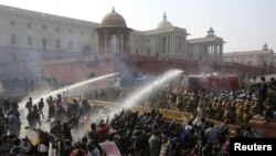 Police fire water canons on demonstrators near the presidential palace in New Delhi on Dec. 22, 2012.
