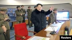 지난달 7일 김정은 북한 국방위원회 제1위원장이 7일 광명성 4호 발사를 참관했다고 조선중앙TV가 보도했다.