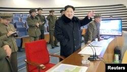 김정은 북한 국방위원회 제1위원장이 7일 광명성 4호 발사를 참관했다고 조선중앙TV가 보도했다.