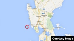 유엔 안보리 제재 대상 선박인 '룡림 호'(붉은 원)가 필리핀 앞바다에서 북쪽으로 이동하고 있는 모습이 포착됐다. 사진 출처 = '마린 트래픽(MarineTraffic)' 웹사이트.