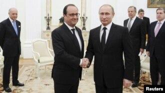 اولاند این هفته با رهبران کشورهای عضو دائم شورای امنیت برای ایجاد جبهه مشترک دیدار کرد.