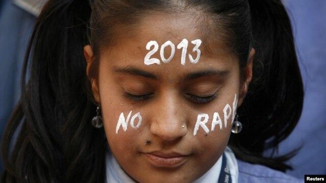 31일 인도 아메다바드에서 사망한 집단 성폭행 피해 여대생을 추모하기 위해 열린 행사.
