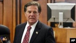 迪雷1月10日在特拉维斯县法庭等待判决