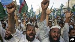 一批巴基斯坦示威者2011年6月5日在卡拉奇抗議美國在巴基斯坦使用無人機襲擊