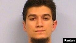 이슬람 수니파 무장반군 ISIL에 가담을 시도한 혐의로 7년형을 선고 받은 마이클 토드 울프 씨. (자료사진)