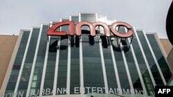 AMC Theater yang ditutup, di tengah pandemi virus corona, di Burbank, California, 12 Mei 2020. (Foto: AFP)
