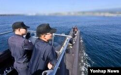 한국 해군이 지난 12일 제주 해군기지에서 209급 잠수함의 수중작전과 승조원들의 생활을 언론에 공개했다. (자료사진)