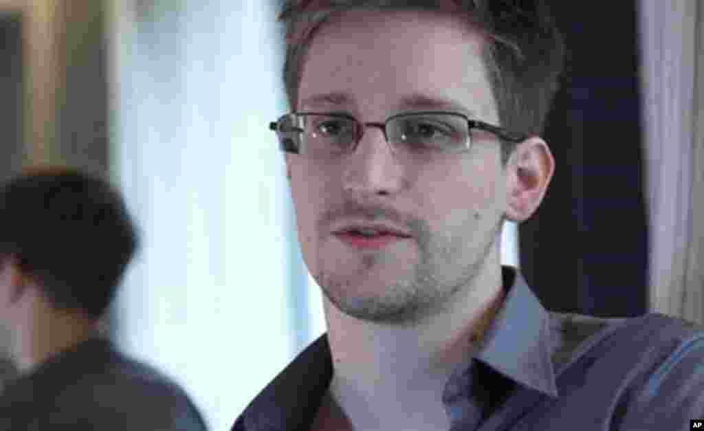 AQSh Milliy xavfsizlik agentligi sobiq xodimi Edvard Snouden hukumatning maxfiy dasturini ommaga oshkor etdi. 9-iyun, 2013-yil.