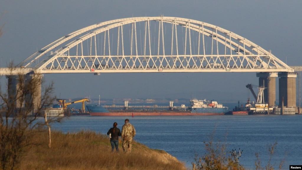 Tàu hàng nga được dùng để chặn hải quân Ukraine hôm 25/11.
