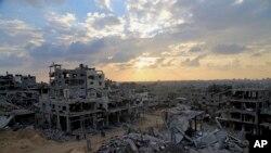 اسرائیلی بمباری سے تباہ ہونے والے غزہ کے ایک علاقے کی تصویر