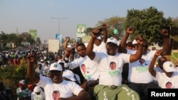 Célébrations dans les rues de Lusaka suite à la réélection du président Edgar Lungu, leader du Front patriotique, en Zambie, le 15 août 2016.