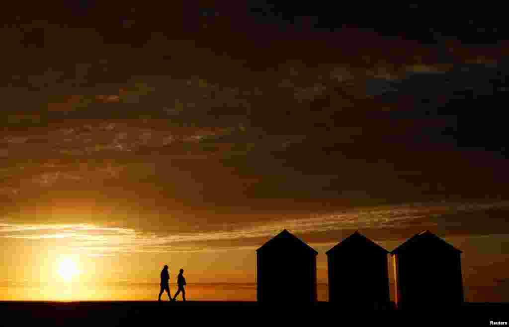 غروب آفتاب در سواحل شمال فرانسه