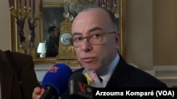 Menteri Dalam Negeri Perancis Bernard Cazeneuve (Foto: dok).