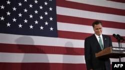 Mit Romni pokušava da uveri birače da je za njih bolje da on zauzme mesto u Beloj kući.