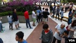 Rekordan odziv birača zabeležen je u Hong Kongu na lokalnim izborima koji se vide kao referendum o vladi lojalnoj Pekingu i prodemokratskim protestima.