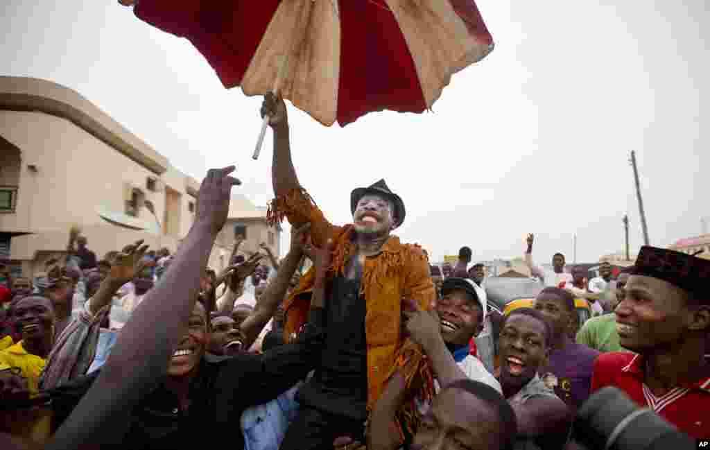 Celebrações em Kano pela vitória de Buhari, 31 Março 2015.