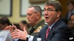 22일 애슈턴 카터 미 국방장관(오른쪽)과 조 던포드 미국 합참의장이 하원 청문회에 출석해 발언하고 있다.