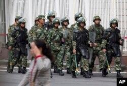 Chính phủ Trung Quốc mô tả những hoạt động của họ ở Tân Cương là nhắm vào chủ nghĩa cực đoan, chứ không đặc biệt nhắm vào người sắc tộc Uighur.