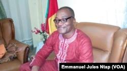 Docteur Hilaire Kamga, secrétaire permanent et porte-parole de la plate forme de la société civile pour la démocratie, le 28 juillet 2017. (VOA/Emmanuel Jules Ntap)