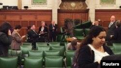 Les parlementaires canadiens se barricadent dans leurs bureaux et salles de réunion au moment de la fusillade qui a tué un soldat et un assaillant au parlement à Ottawa. Le 22 octobre 2014. La photo a été prise par le député Nina Grewal. REUTERS