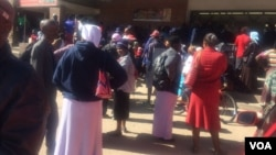 Some Zimbabweans waiting for cash outside a finance institution in the country. (Photo: Patricia Mudadigwa)