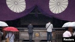 Visitors pray at the Yasukuni Shrine in Tokyo, Japan, Oct. 17, 2016.