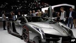 မူးယစ္ဂိုက္းအားဖမ္းဆီးစဥ္ သိမ္းဆည္းရခဲ့ေသာ အမ်ဳိးအစား Lamborghini ကား။
