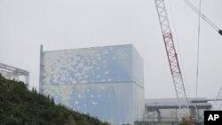 Tokyo Electric Power Co. (TEPCO)'s tsunami-crippled Fukushima Daiichi Nuclear Power Plant No. 2 reactor building, September 15, 2011.