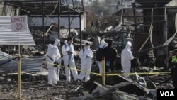 調查人員在墨西哥煙花市場爆炸現場