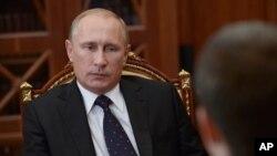 Rusia dijo el miércoles que había cancelado el programa cuando uno de los estudiantes se negó a regresar al país.