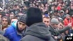 Kosovë: Reagime pas ndërprerjes së protestave të lëvizjes Vetëvendosje