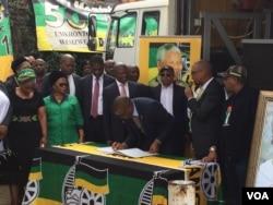 Iziphathamandla zebandla leAfrican National Congress yakwele South Africa ziloba kugwalo lwenduduzo.