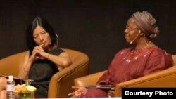 Presiden dan CEO MasterCard Reeta Roy dan Sekretaris Jenderal World YWCA Nyaradzayi Gumbonzvanda pada konferensi perempuan di Kuala Lumpur. (Women Deliver)