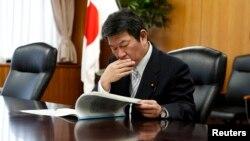 Menteri Ekonomi, Perdagangan dan Industri Jepang Toshimitsu Motegi di Tokyo (4/12). (Reuters/Toru Hanai)